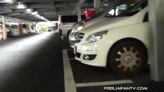Girl spied pissing on the parking place